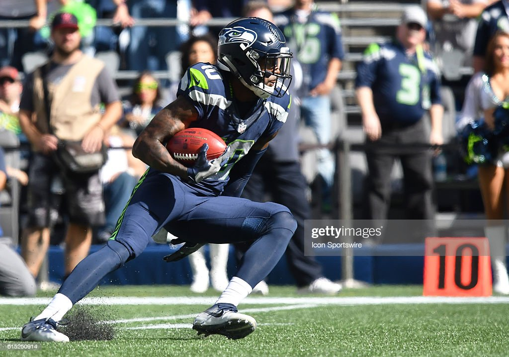 Seattle Seahawks Wide Receiver Paul Richardson (10) [11162] returns a kick during an NFL game between the Seattle Seahawks and San Francisco 49ers at CenturyLink Field in Seattle, WA.