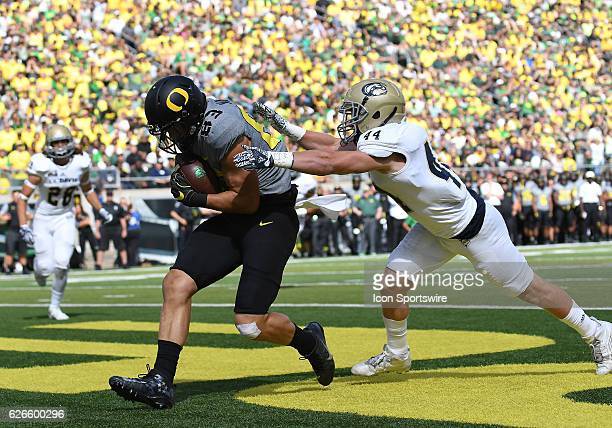 September 3 2016 University of Oregon TE Johnny Mundt scores a touchdown in the second quarter during an NCAA football game between the University of...