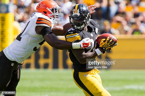 Cleveland Browns Linebacker Barkevious Mingo [18749] tackles Pittsburgh Steelers Running Back Le'Veon Bell [18362] during the Cleveland Browns game...