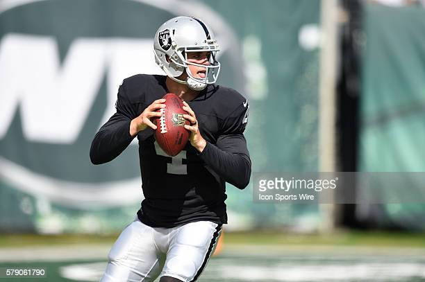 Oakland Raiders quarterback Derek Carr drops back to pass during the second half of a NFL matchup between the Oakland Raiders and the New York Jets...