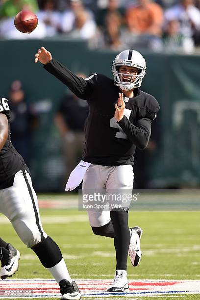 Oakland Raiders quarterback Derek Carr throws a pass during the second half of a NFL matchup between the Oakland Raiders and the New York Jets at...
