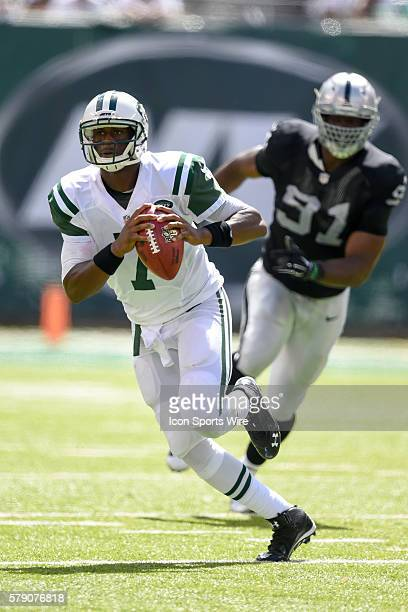 New York Jets quarterback Geno Smith during the first half of a NFL matchup between the Oakland Raiders and the New York Jets at MetLife Stadium in...
