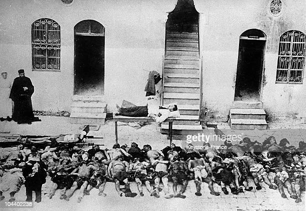 September 9 to 271922 Corpses of Greek and Armenian victims from Smyrne are lined up side by side on a sidewalk in the city The goal of the Turks was...