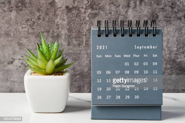 september month, calendar desk 2021 for organizer to planning and reminder on the table. business planning appointment meeting concept - september stock-fotos und bilder