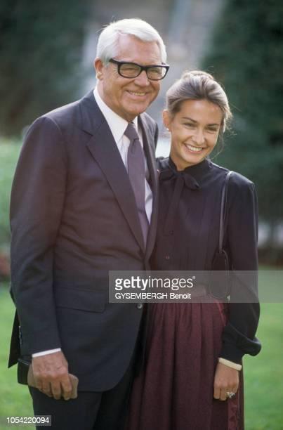 Septembre 1982 à PARIS, Cary GRANT 78 ans, avec sa cinquième et dernière épouse Barbara HARRIS, 47 ans.