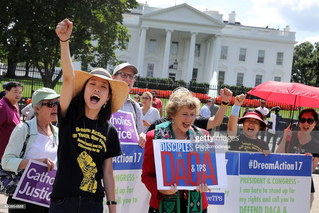 Immigration Activists Rally At The White House In Support Of The Deferred Action For Childhood Arrivals Plan : News Photo