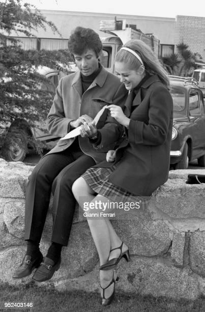Serbian actress Beba Loncar and American actor Georges Chakiris during the filming of 'Sharon vestida de rojo' Madrid Spain