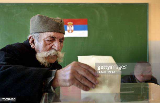 Serbian voter cast his ballot at a polling station in Gracanica 21 January 2007 for the general elections pitting prowestern and ultranationalist...