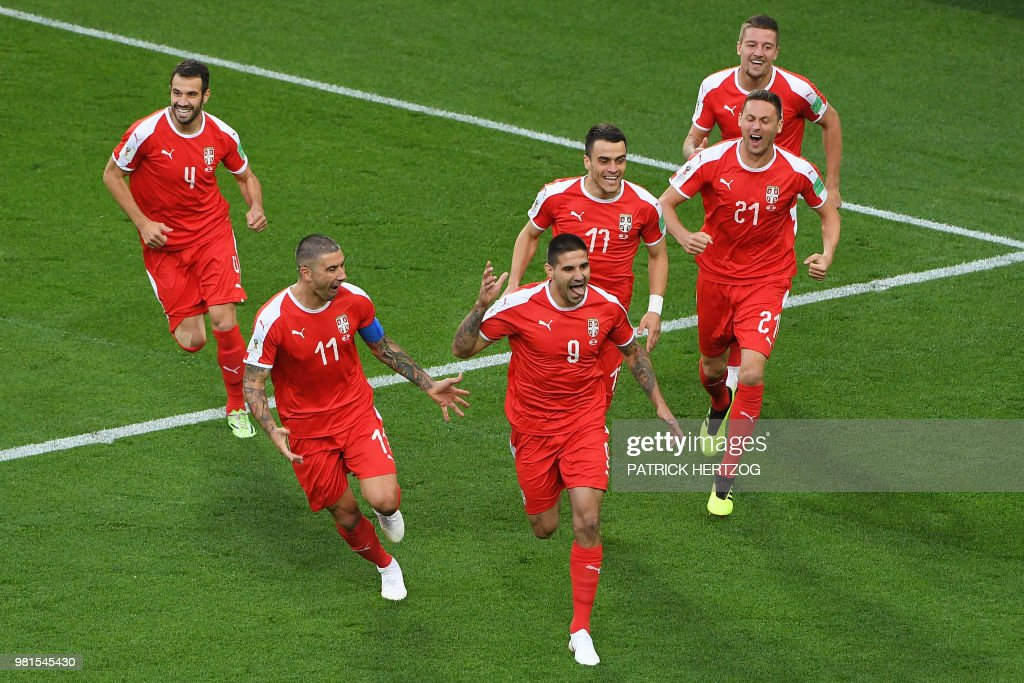 TOPSHOT - Serbia's forward Aleksandar Mitrovic (C) celebrates with teammate after scoring the opening goal during the Russia 2018 World Cup Group E football match between Serbia and Switzerland at the Kaliningrad Stadium in Kaliningrad on June 22, 2018. (Photo by Patrick HERTZOG / AFP) / RESTRICTED