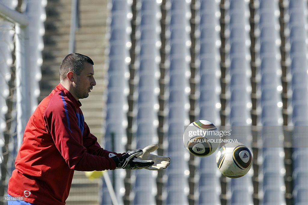 Serbia's goalkeeper Bojan Isailovic takes part in a training session at the Rand stadium in Johannesburg, on June 16, 2010 during the 2010 World Cup in South Africa.