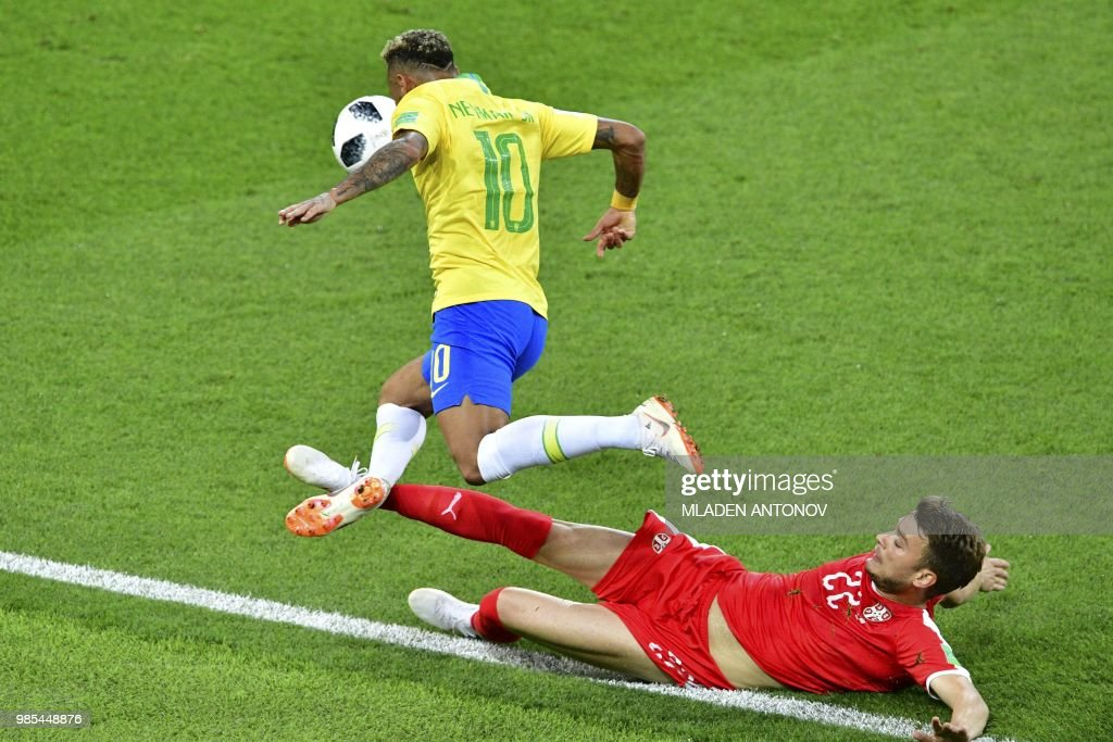 TOPSHOT - Serbia's midfielder Adem Ljajic (R) fouls Brazil's forward Neymar during the Russia 2018 World Cup Group E football match between Serbia and Brazil at the Spartak Stadium in Moscow on June 27, 2018. (Photo by Mladen ANTONOV / AFP) / RESTRICTED