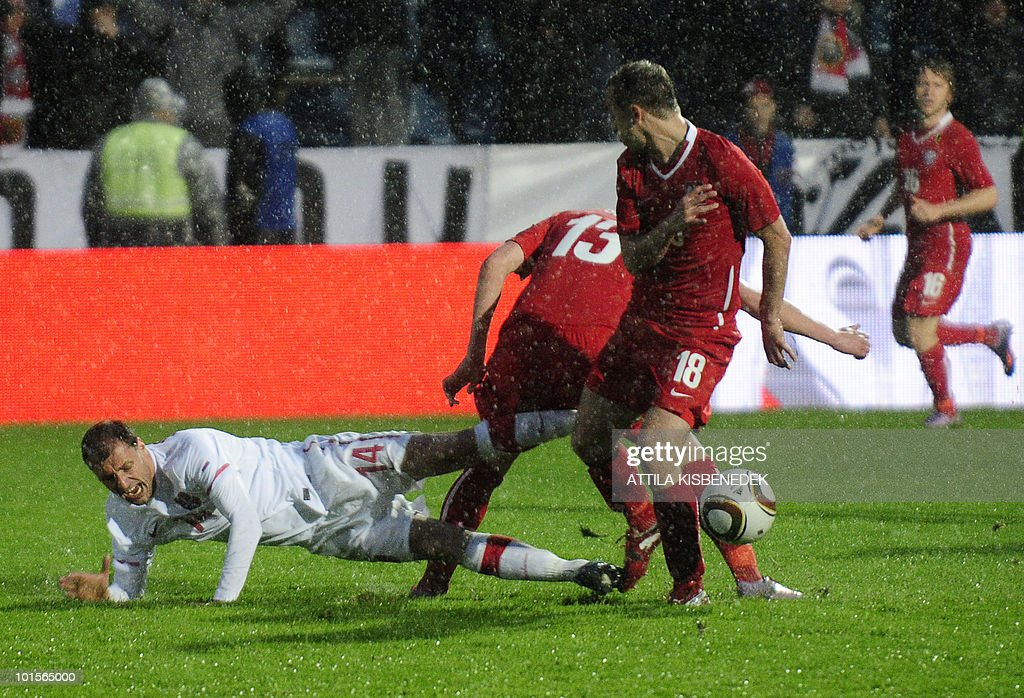 Serbia's Milan Jovanovic (L) fights for the ball with Poland's Kamil Glik (13) and Adrian Mierzejewski (R) during their friendly match between their teams in the local stadium of Kufstein on June 2, 2010 prior to the FIFA World Cup 2010 hosted by South Africa between June 11 and July 11.