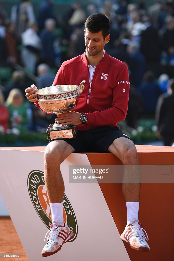 Serbia's Novak Djokovic poses with his trophy after winning the men's final match against Britain's Andy Murray at the Roland Garros 2016 French Tennis Open in Paris on June 5, 2016. / AFP / MARTIN