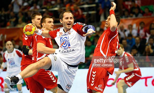 Serbia's pivot Alem Toskic vies with Poland's right back Krzystof Lijewski during the 23rd Men's Handball World Championships preliminary round Group...