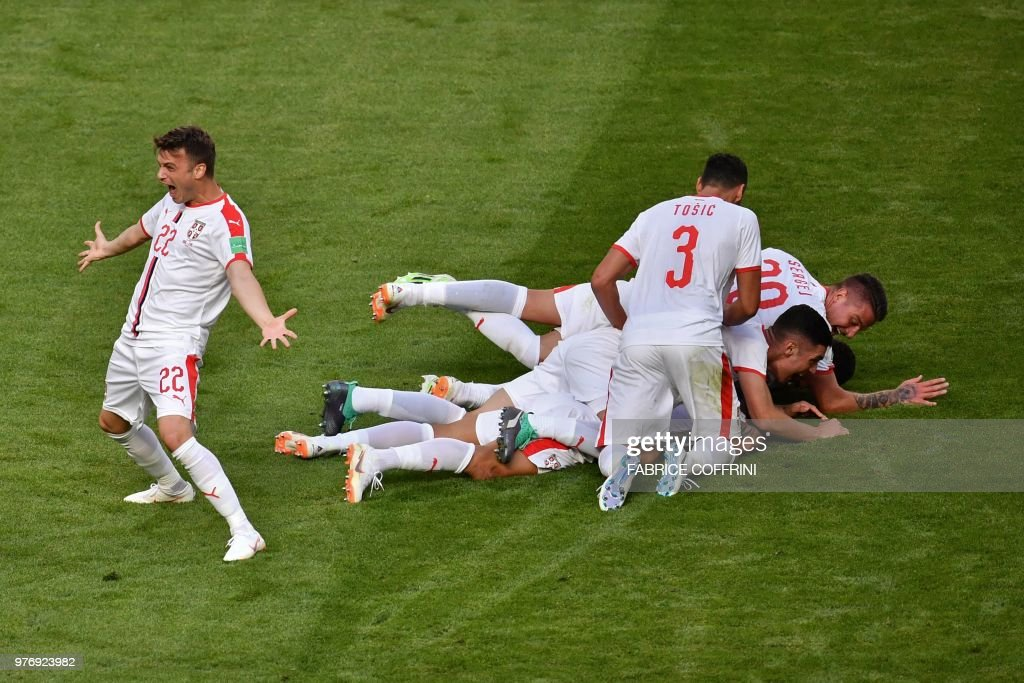 TOPSHOT - Serbia's players celebrate their opening goal during the Russia 2018 World Cup Group E football match between Costa Rica and Serbia at the Samara Arena in Samara on June 17, 2018. (Photo by Fabrice COFFRINI / AFP) / RESTRICTED