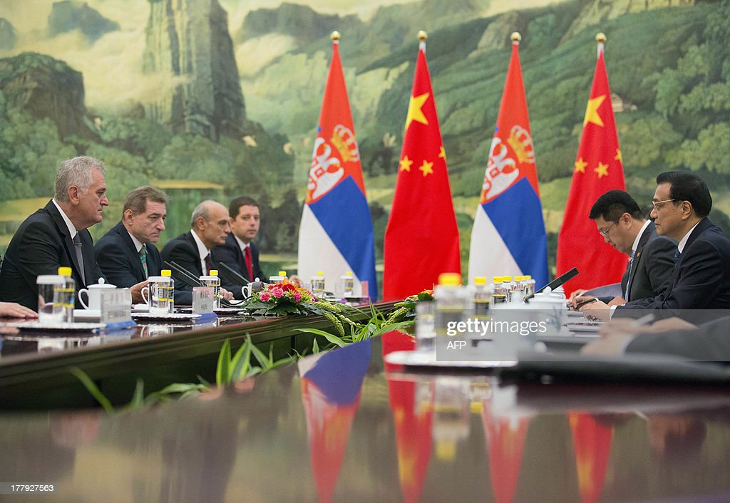 Serbia's President Tomislav Nicolic (L) and Chinese Premier Li Keqiang (R) meet for talks at the Great Hall of the People in Beijing on August 26, 2013. Nicolic is on a five-day visit to China to bolster economic and diplomatic ties.