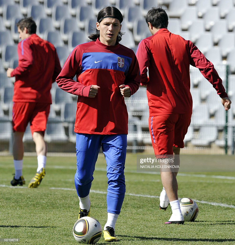 Serbia's striker Marko Pantelic (C) trains with teammates during a training session at the Rand stadium in Johannesburg, on June 16, 2010 during the 2010 World Cup in South Africa.