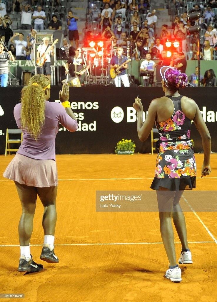 Venus and Serena Williams Exhibiton Match in Buenos Aires : News Photo