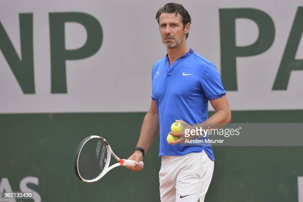 Serena Williams's coach Patrick Mouratoglou reacts during a training session ahead of the French Open at Roland Garros on May 24 2018 in Paris France