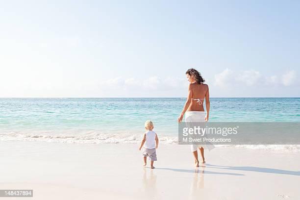 serene beach - baby m ストックフォトと画像