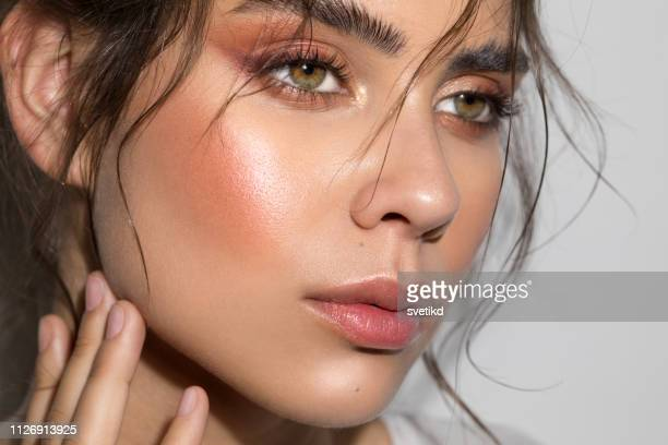 serene schoonheid - make up stockfoto's en -beelden