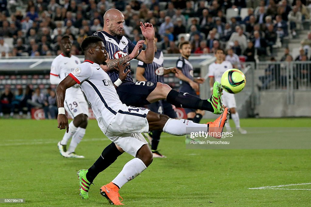 Serge Aurier of Paris Saint Germain battle for the ball with Nicolas Pallois of Girondins de Bordeaux during the French Ligue 1 match between FC Girondins de Bordeaux and Paris Saint-Germain at stade Matmut Atlantique on May 11, 2016 in Bordeaux, France.