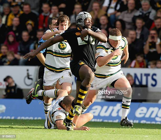Serge Betsen of Wasps makes a break during the Guinness Premiership match between London Wasps and Northampton Saints at Adams Park on October 4,...