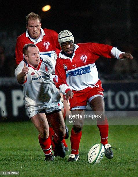 Serge Beysen of Biarritz kicks and rushes for the try line during the Ulster-Biarritz match at Ravenhill in the Heineken Cup 06 December 2002.