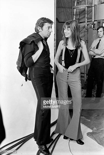 Serge Gainsbourg and Jane Birkin in Paris France on August 08 1977 On the French TV studio set at the Buttes Chaummont