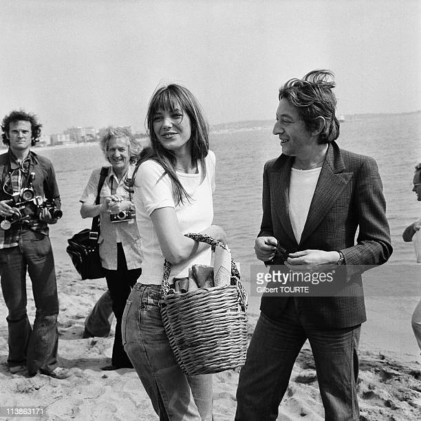 Serge Gainsbourg and Jane Birkin on the beach in Cannes during the Film Festival in 1974 in Cannes, France.