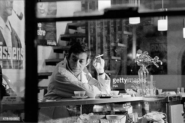 Serge Gainsbourg at the counter of a bar for the program ''Variety shows exchange'' which dedicates him a subject
