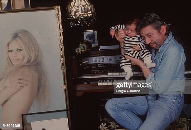 Serge Gainsbourg in his home with Lulu