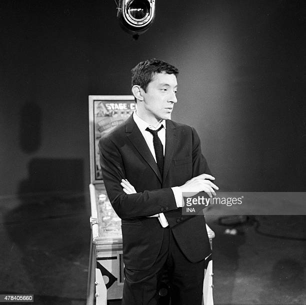 Serge Gainsbourg leaned in a pinball machine during the recording of ''Discorama''