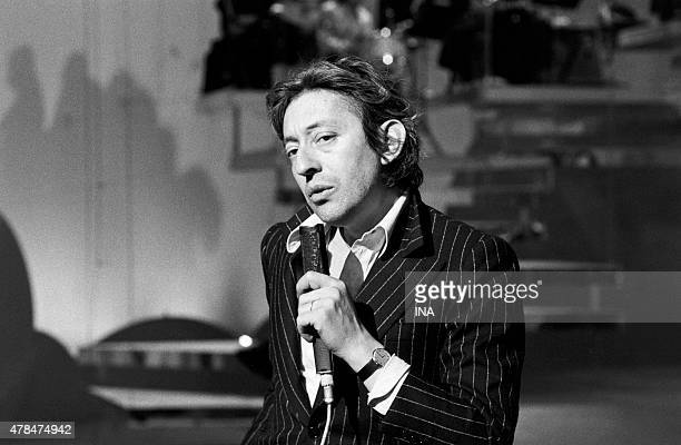 Serge Gainsbourg sings on the set of ''Taratata''