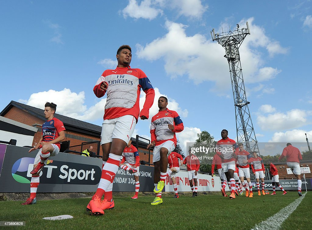 Serge Gnabry of Arsenal warms up before the match between Arsenal U21s and Wolverhampton Wanderers U21s at Meadow Park on May 18, 2015 in Borehamwood, England.