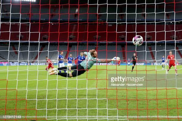 Serge Gnabry of Bayern Munich scores the opening goal against Ralf Fährmann, keeper of Schalke during the Bundesliga match between FC Bayern Muenchen...