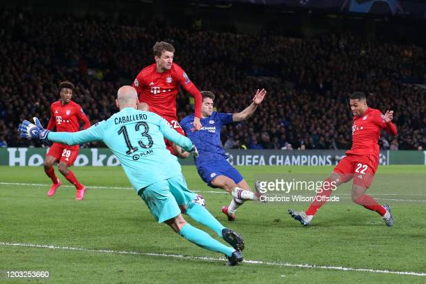 Serge Gnabry of Bayern scores their 1st goal during the UEFA Champions League round of 16 first leg match between Chelsea FC and FC Bayern Muenchen...