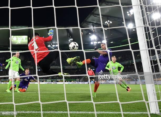 Serge Gnabry of Bremen scores his second goal during the Bundesliga match between VfL Wolfsburg and Werder Bremen at Volkswagen Arena on February 24...