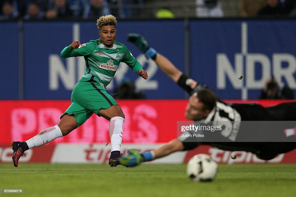 Serge Gnabry (L) of Bremen scores his teams second goal during the Bundesliga match between Hamburger SV and Werder Bremen at Volksparkstadion on November 26, 2016 in Hamburg, Germany.