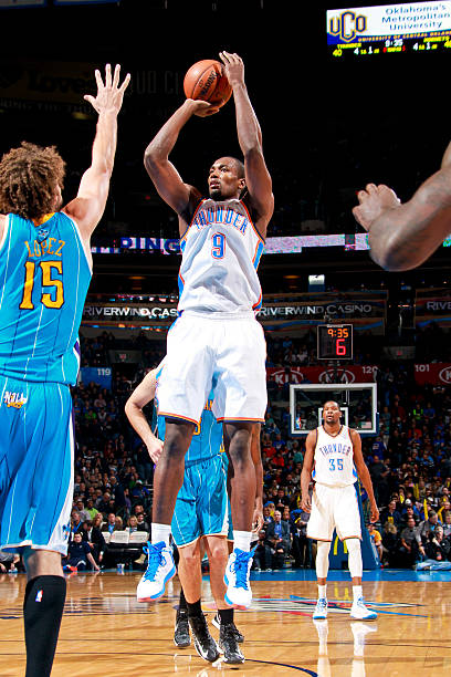 New Orleans Hornets v Oklahoma City Thunder Photos and Images ...