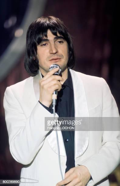 Serge Lama chante à la télévision en mai 1976 à Paris France