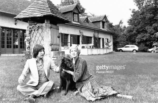 Serge Lama chez lui avec Alice Dona le 18 septembre 1979 France
