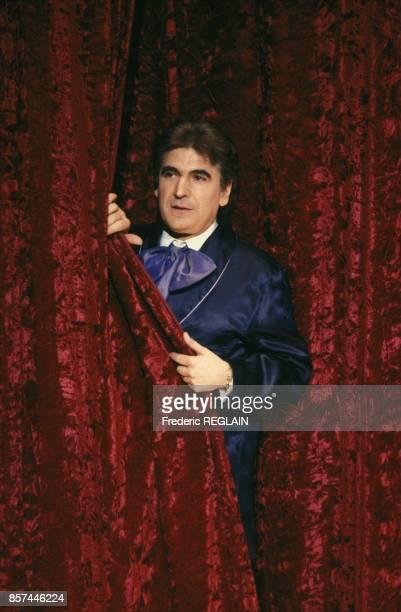 Serge Lama dans la piece Toa de Sacha Guitry au Theatre Edouard VII le 11 janvier 1993 a Paris France