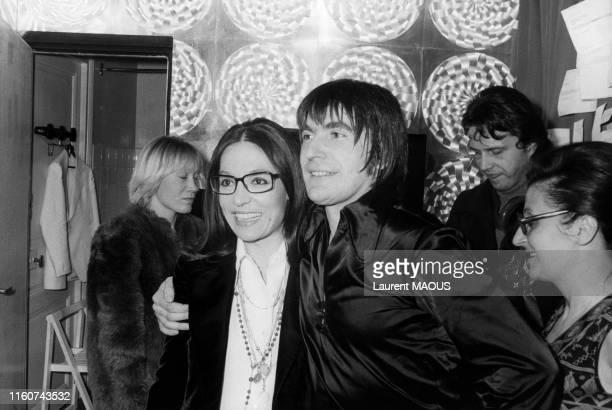 Serge Lama en compagnie de Nana Mouskouri lors de son 1er concert à l'Olympia de Paris le 5 février 1974 France