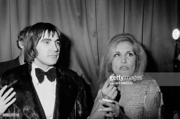 Serge Lama venu féliciter Dalida dans sa loge à l'Olympia en janvier 1974 à Paris France