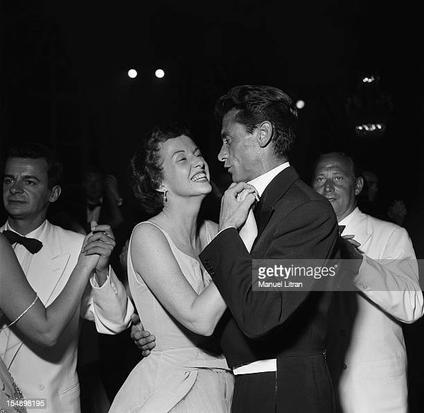 Serge Reggiani Robert LAMOUREUX dancing with Betsy Blair at the ball of the little white beds in Deauville Casino