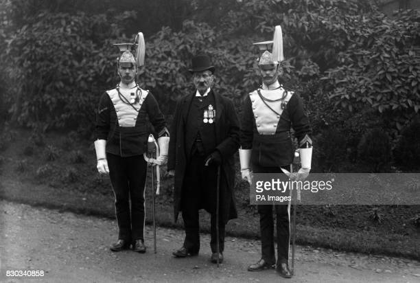 Sergeant James Mustard formerly of the 17th Lancers flanked by two serving members of the regiment Mustard was the last survivor of the 17th Lancers...