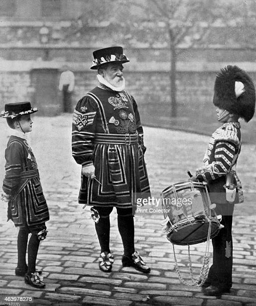 SergeantMajor Patrick Penrose the 'Yeoman Porter' London 1896 SergeantMajor Penrose Chief of the Yeoman Warders of the Tower addressing a drummer of...