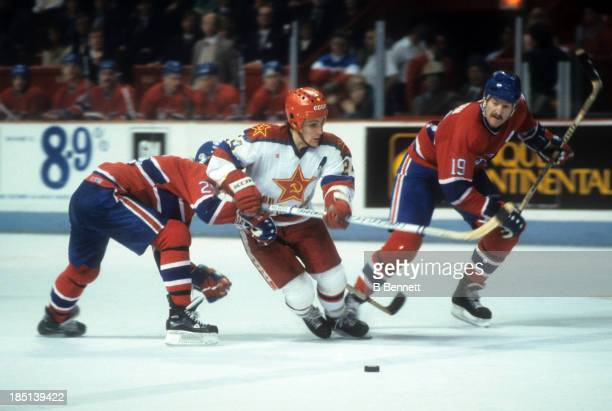 Sergei Makarov of CSKA Moscow goes for the puck as Gaston Gingras and Larry Robinson of the Montreal Canadiens defend during the 1985-86 Super Series...