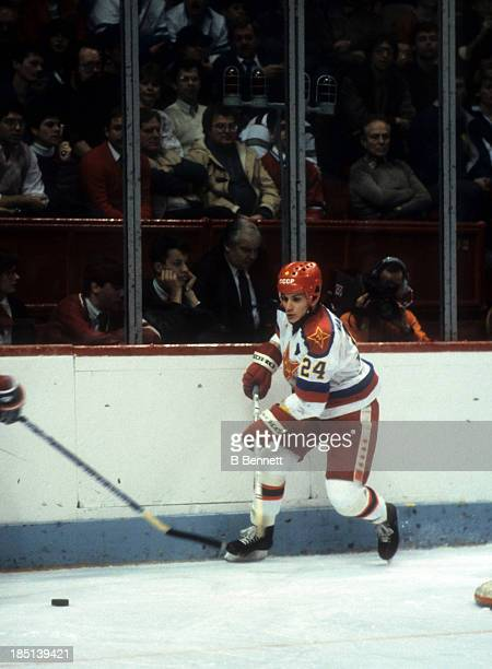 Sergei Makarov of CSKA Moscow goes for the puck during the 1985-86 Super Series against the Montreal Canadiens on December 31, 1985 at the Montreal...